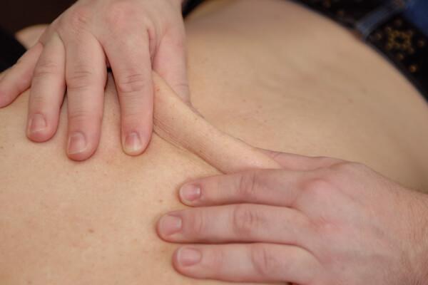 Massage van de rug - Behandeling Fysio 4 Groningen
